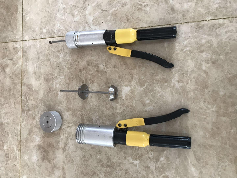 一种爆炸钓鱼饵成型器(公开号:CN203775972U)