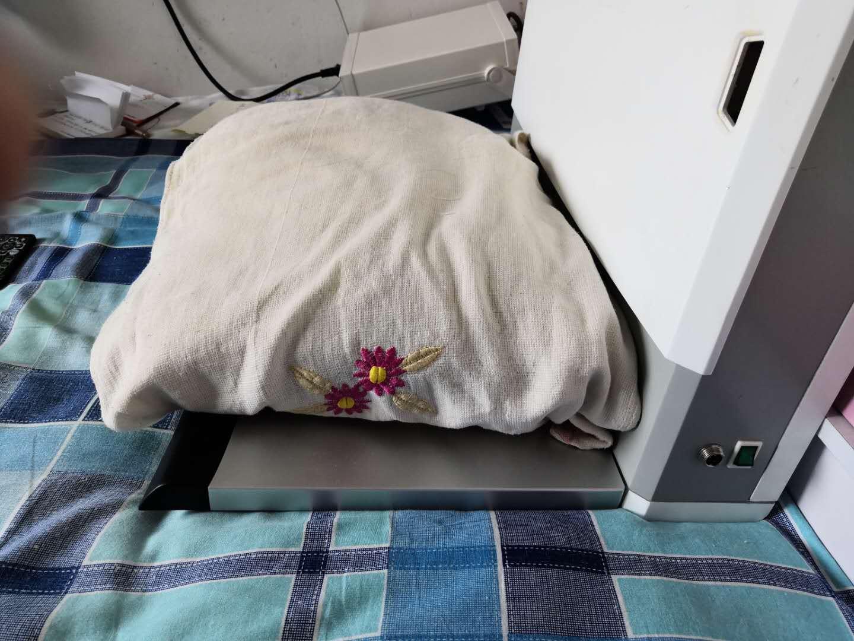 可自动调节睡枕高度的智能床的机械结构(公开号:CN203897828U)